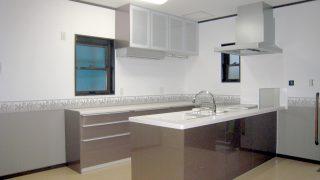フラット対面型キッチン(吊戸棚なし)